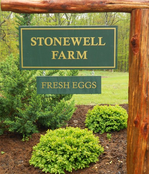 Stonewell Farm sign