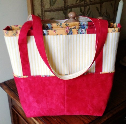 Chic and useful totebag.