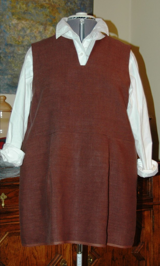 A sleeveless, tunic length version of the Linnet #99 pattern.