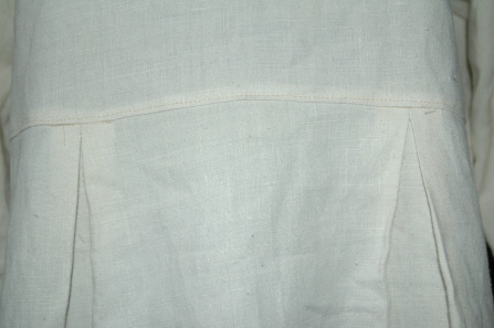picture of linen tunic sewn with a Linnet Sewing pattern
